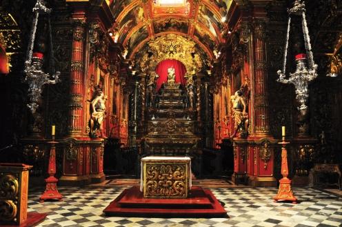 Lampadários de prata no Mosteiro de São Bento