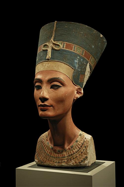 Busto da rainha Nefertiti.