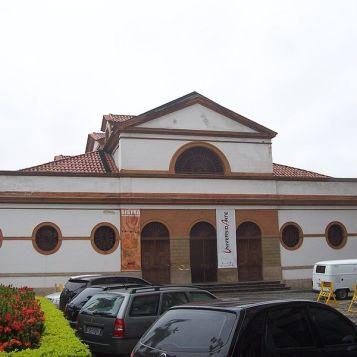 por Grandjean de Montigny (fachada da Casa-França Brasil)